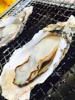 牡蠣小屋での焼き牡蠣の写真・画像素材[941478]