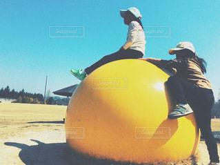 黄色いボールの写真・画像素材[1103276]