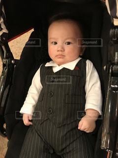 スーツとネクタイを身に着けている男の子の写真・画像素材[1006764]