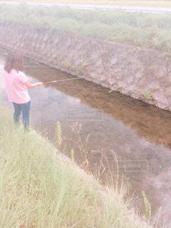 釣りをする少女の写真・画像素材[942090]