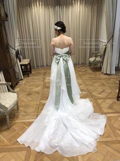 ウェディング ドレスの試着の写真・画像素材[1193537]