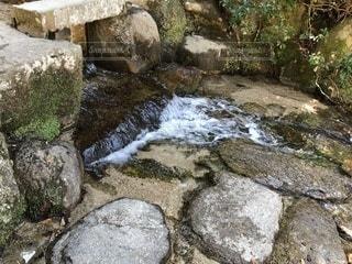 近くの岩のアップの写真・画像素材[1065487]