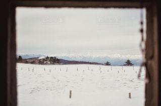 雪山で風を凌げる場所の写真・画像素材[992144]