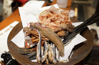 ナイフで食べ物の皿の写真・画像素材[942524]