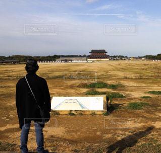 無き平城京を佇む者の写真・画像素材[944856]