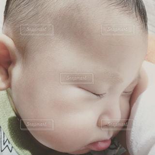 赤ちゃんの寝顔の写真・画像素材[942805]