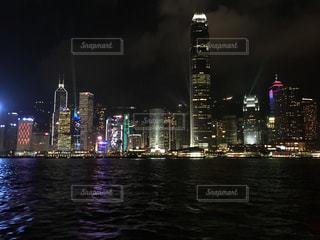 香港ビクトリアハーバーの夜景の写真・画像素材[944145]
