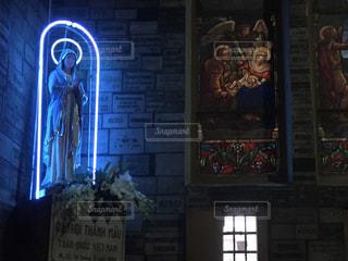 ネオンのマリア像の写真・画像素材[1715664]