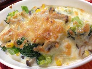 ブロッコリーのチーズたっぷりあつあつグラタンの写真・画像素材[947969]