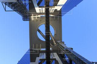 街にそびえる大きな建物の写真・画像素材[943728]