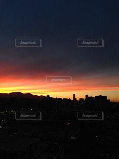夕暮れ時の都市の景色の写真・画像素材[958118]