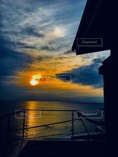 水の体に沈む夕日 - No.944003