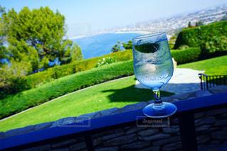 グラスと風景の写真・画像素材[2722047]