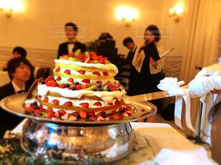 ウェディングケーキ入刀の写真・画像素材[948962]