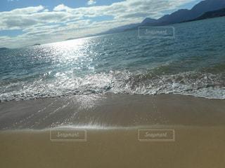 海の横にある砂浜のビーチの写真・画像素材[944627]