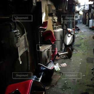 赤と黒のオートバイの写真・画像素材[944903]
