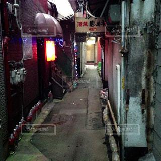狭い通りの写真・画像素材[944906]