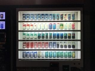 夜のタバコ自動販売機の写真・画像素材[1664837]