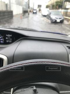 近くに車のアップの写真・画像素材[1060786]