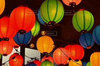 カラフルな提灯 ランタンの写真・画像素材[2742258]