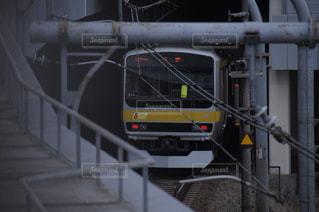 電車は建物の脇に駐車します。の写真・画像素材[959516]