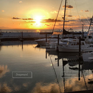 マリーナからの夕陽の写真・画像素材[948216]