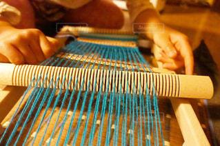 木製の機織り機をつかうの写真・画像素材[948340]