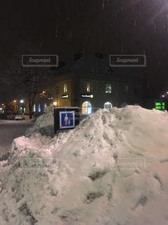 スウェーデンの雪の覆われた通りの写真・画像素材[985943]