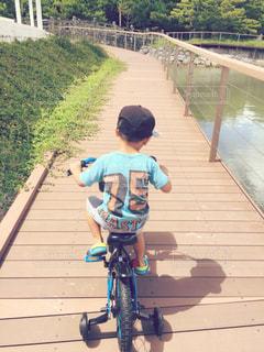 自転車の練習中 - No.950157