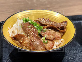 おいしそうな焼肉丼の写真・画像素材[949002]