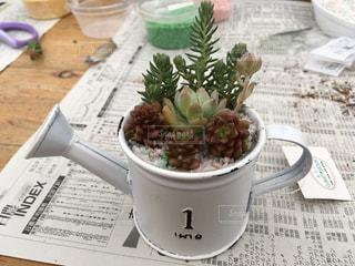 テーブルの上のコーヒー1杯の写真・画像素材[2173383]