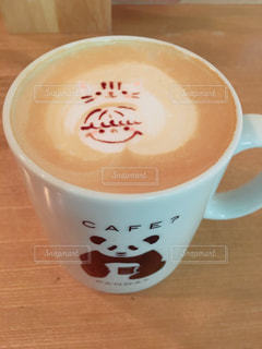 テーブルの上のコーヒー カップの写真・画像素材[954046]