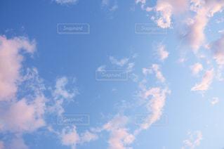 青い空に雲の写真・画像素材[953036]