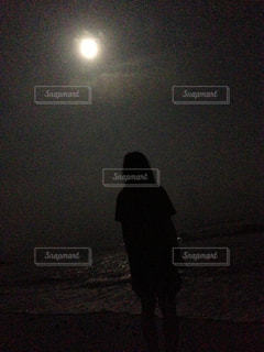 夜と海と女の子の写真・画像素材[950441]