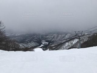 雪に覆われた斜面の写真・画像素材[950494]