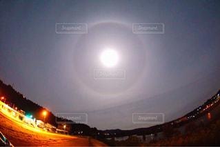 大きな橋が夜ライトアップの写真・画像素材[952178]