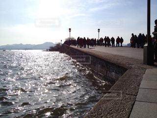 世界遺産 西湖の橋を歩く人々の写真・画像素材[950546]