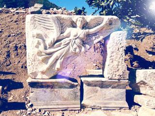 世界遺産 エフェソス遺跡 女神ニケの彫刻の写真・画像素材[950577]