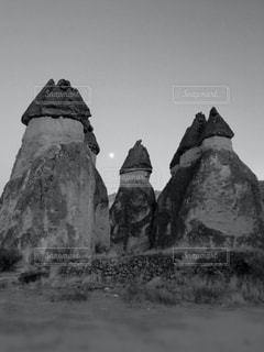 世界遺産 カッパドキア/妖精の煙突 モノクロの写真・画像素材[951259]