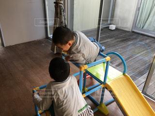 室内で遊ぶ子供達の写真・画像素材[969388]