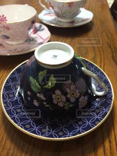 食品とコーヒーのカップのプレートの写真・画像素材[951215]