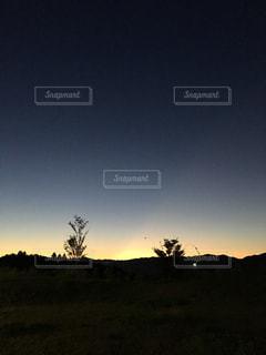 夜明け前の空の写真・画像素材[953365]