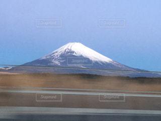 車窓からの富士山の写真・画像素材[953461]