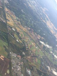 背景の山と都市のビューの写真・画像素材[952113]