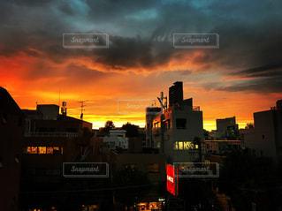 夕暮れ時の都市の景色の写真・画像素材[803703]
