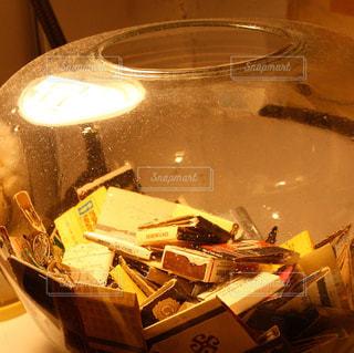 壺の中のマッチの写真・画像素材[951975]