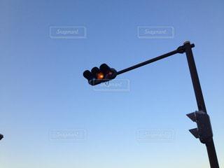 高い位置にある信号機 - No.952998