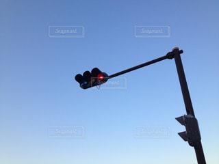 高い位置にある信号機 - No.952999