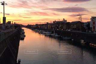 ボートのある川の朝焼け - No.955892
