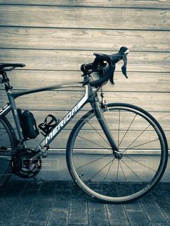 ロードバイクの佇まいの写真・画像素材[991343]